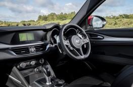 Alfa Romeo Stelvio, 2018, interior
