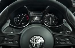 Alfa Romeo Stelvio Quadrifoglio, 2018, instrument panel