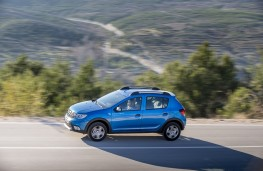 Dacia Sandero Stepway, 2017, side