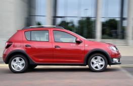 Dacia Sandero Stepway, side