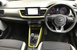 Kia Stonic, 2017, First Edition, lime green, dashboard