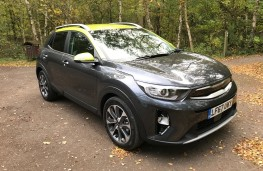 Kia Stonic, 2017, First Edition, lime green, front