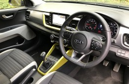 Kia Stonic, 2017, First Edition, lime green, interior