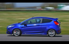 Ford Fiesta ST, side, track