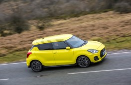 Suzuki Swift Sport, side action
