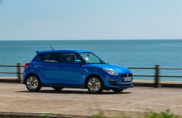 Suzuki Swift 1.2 Dualjet Attitude, side action