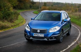 Suzuki SX4 S-Cross, on road action