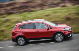 Suzuki S-Cross, side action