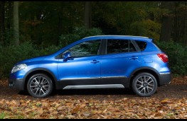 Suzuki SX4 S-Cross, side static