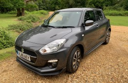 Suzuki Swift Attitude, front