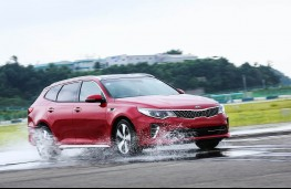 Kia Optima Sportswagon, wet track testing at Namyang