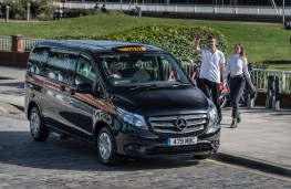Mercedes-Benz Vito Taxi, London, hailing