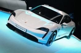 Porsche Taycan, front