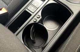 Volkswagen Touran 2016, adjustable cup holder