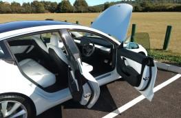 Tesla Model 3, 2019, doors