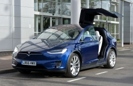 Tesla Model X 75D, front