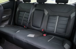 Mitsubishi L200, interior rear