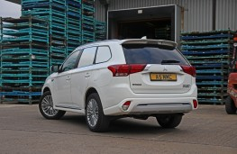 Mitsubishi Outlander PHEV, rear