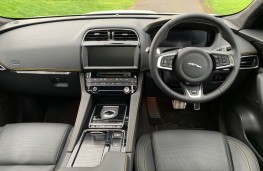 Jaguar F-Pace, interior