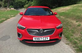 Vauxhall Insignia, front