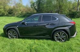 Lexus UX, side