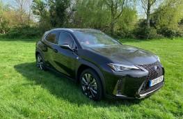 Lexus UX, front