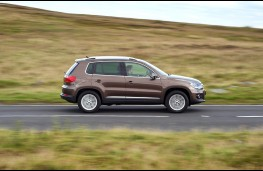 Volkswagen Tiguan, side, action