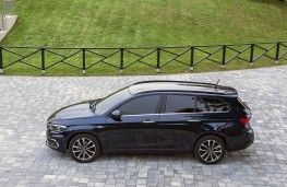 Fiat Tipo estate, side