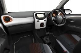 Peugeot 108 Top Roland Garros,  2017, interior