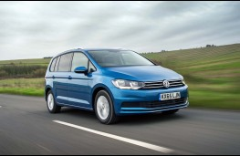 Volkswagen Touran, front, action