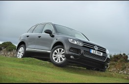 VW Touareg, front, off-road