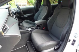Toyota Corolla Touring Sports, front seats