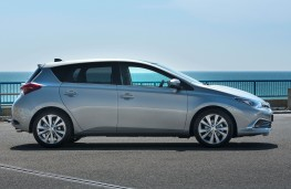 Toyota Auris, side static