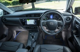 Toyota Auris GB25 Hybrid, dashboard