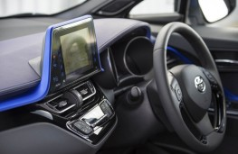 Toyota C-HR, dash detail