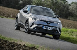 Toyota C-HR, front action 2