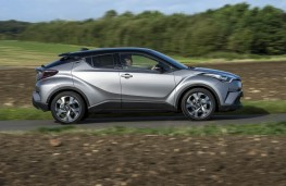 Toyota C-HR, side action
