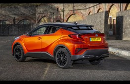 Toyota C-HR 2.0 Hybrid Orange Edition, rear