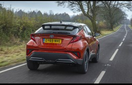 Toyota C-HR 2.0 Hybrid Orange Edition, rear action