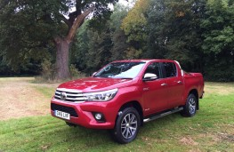 Toyota Hilux, front