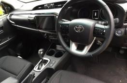 Toyota Hilux, interior