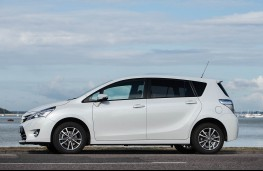 Toyota Verso, side static