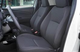 Toyota Yaris, front seats