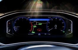 Volkswagen T-Roc, 1.0 TSI Design, 2017, active info display