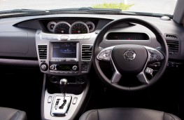 SsangYong Turismo, 2018, dashboard