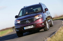 SsangYong Turismo, front