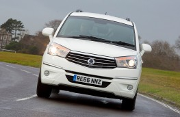 SsangYong Turismo, nose, action