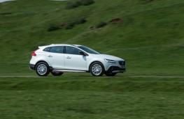 Volvo V40 Cross Country, 2016, side, action