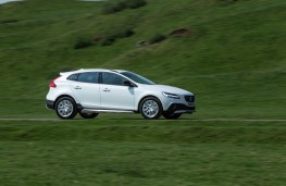 Volvo V40 Cross Country, 2017, side