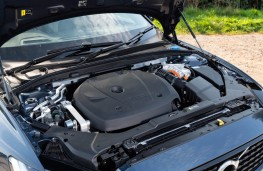 Volvo V60 T6 Recharge, 2021, engine